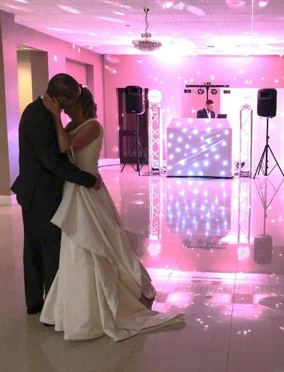 Kiss during first dance