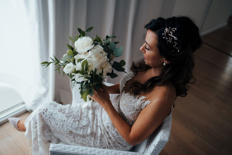 Bride holding bouquet - Tom Jeavons Photography