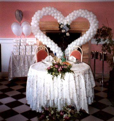 Balloon heart cake table