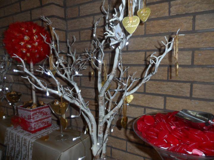 Manzanita tree & gold hearts