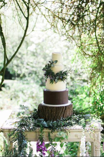 Semi Naked Wreath Wedding cake