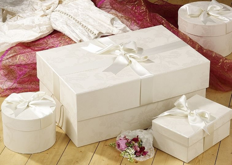 Extra large wedding dress box with accessory boxes