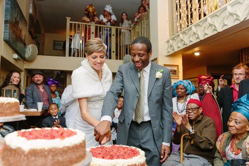 Cutting the wedding cake - Mark J Boyce Photography