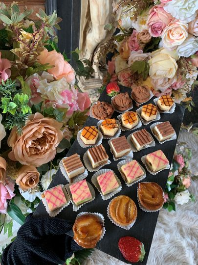 flowers and canape 4 115125 162187253457418