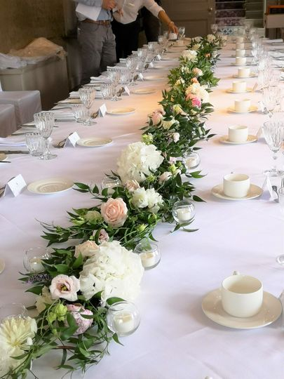 Willow House Flowers wedding florist table garland