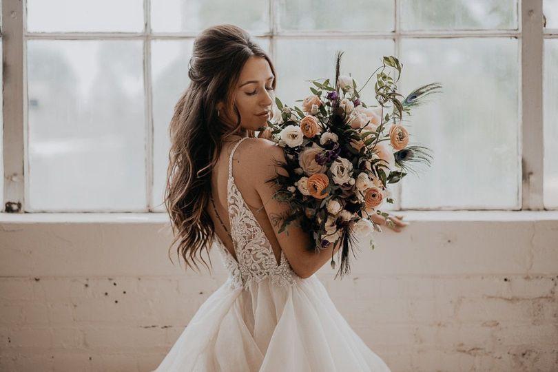 bride holding her bouquet t20 gjwkbe 4 275265 159981943647410