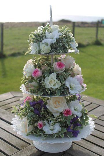 Cake stand centrepiece