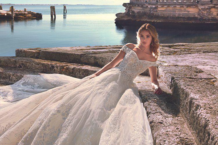 Stunning wedding dress by demetrios