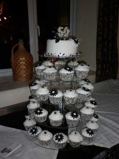 Black and White Cup Cakes