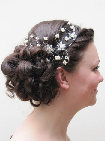 Victoria hair with accessory
