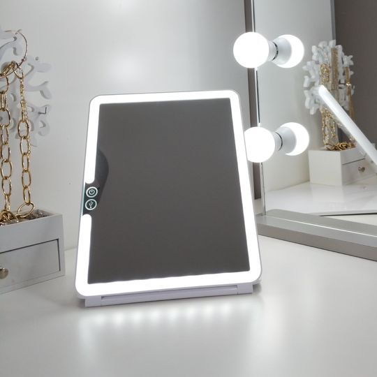 Portable mirror with lights
