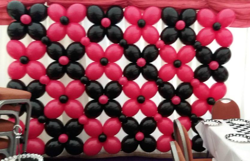 Lattice balloon back drop wall