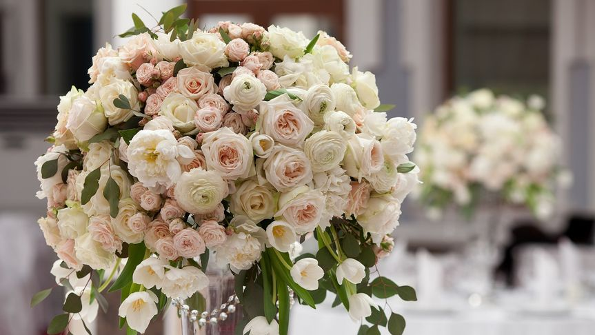 Urn design with roses