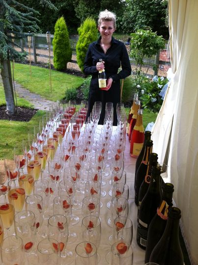 Drinks service & no corkage