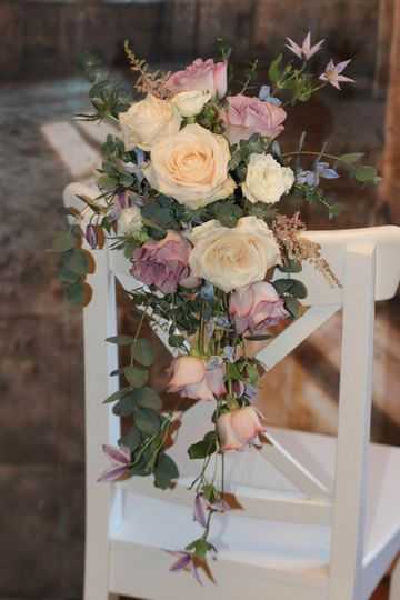 Classic tear drop bouquet on chair