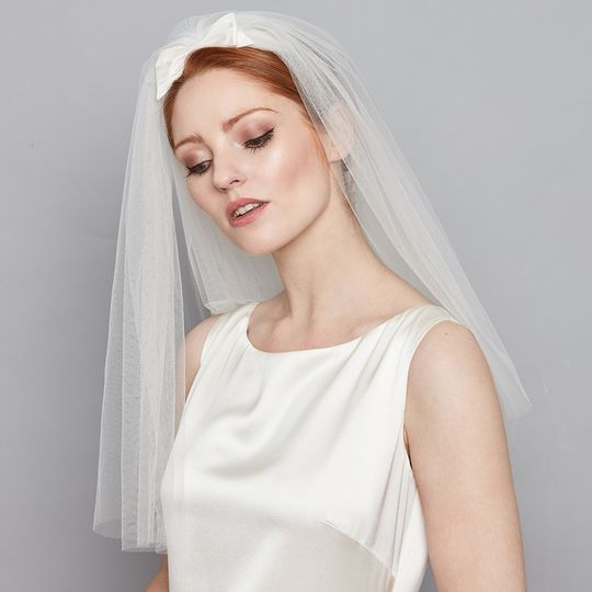 Veil with silk bow