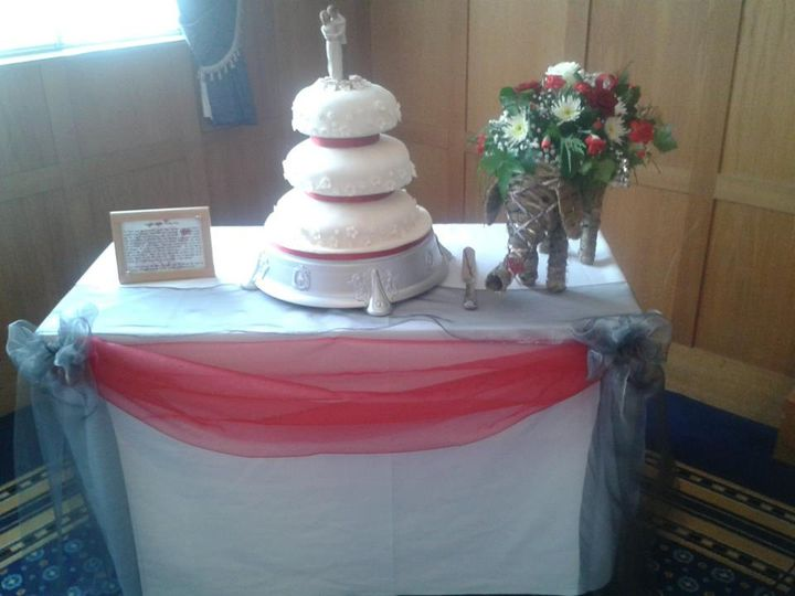 Cake table swag