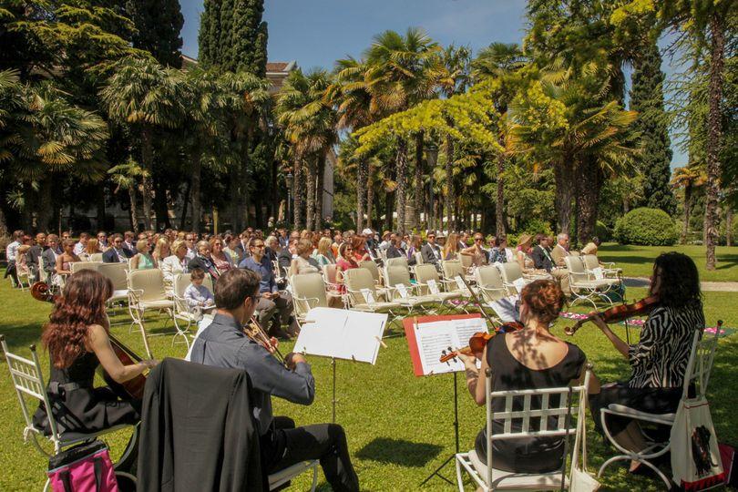 Garden wedding in sirmione