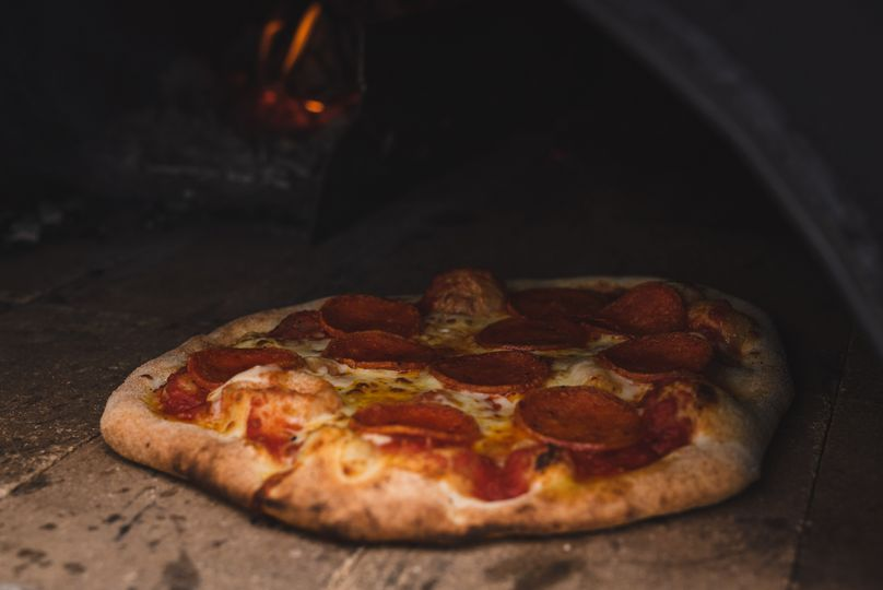 Wood-fired pizza for weddings