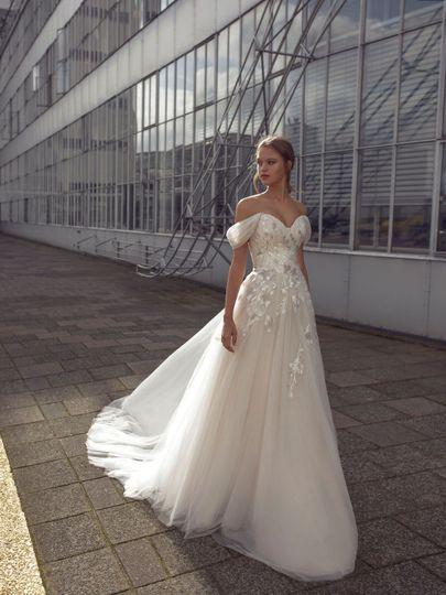 Larissa wedding dress