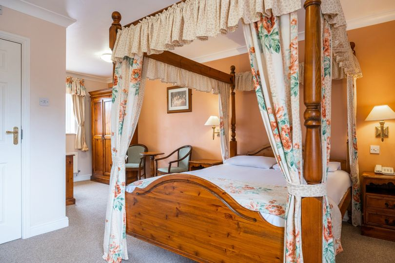 Traditional Four Poster