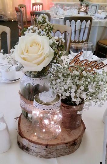 Rustic guest table arrangement