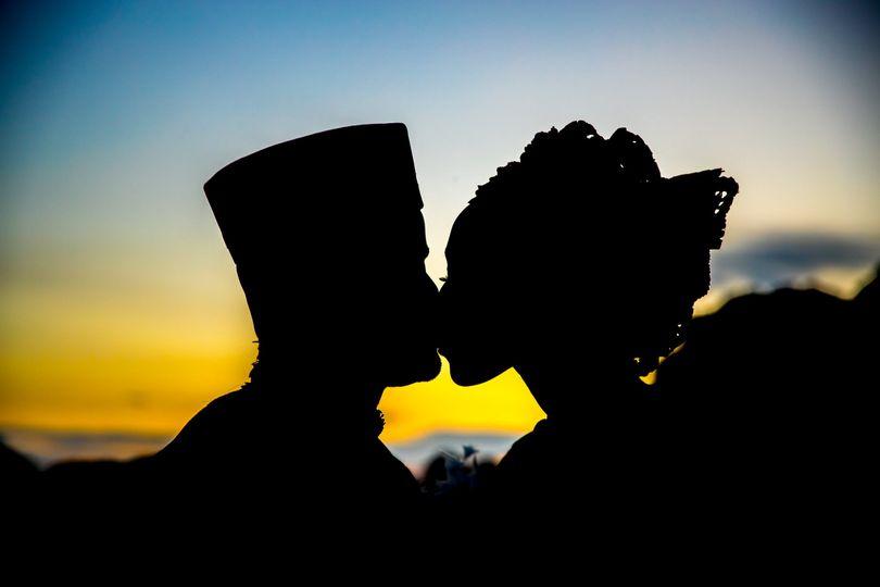 Couple kissing - LVRS Photography