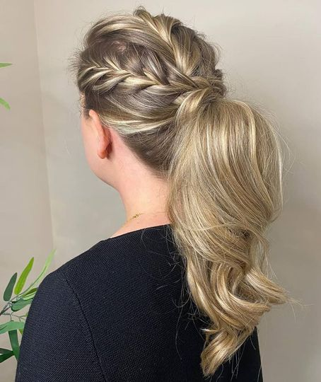 Ponytail with braid details