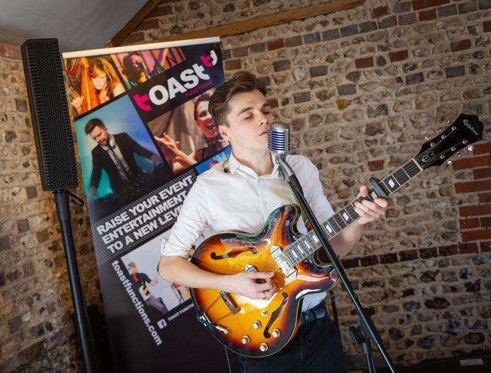 Ben P Acoustic Singer