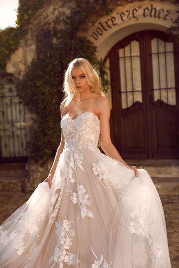 Madi Lane soft and romantic
