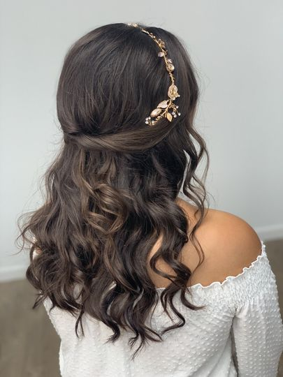 Curly hair with accessory