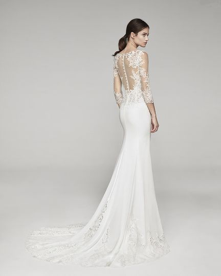 Lace back with trail