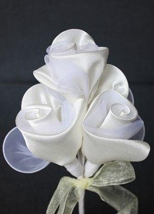 Three Rose Rachetti in white