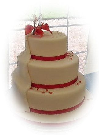 3 Tier with iced drape & lillie
