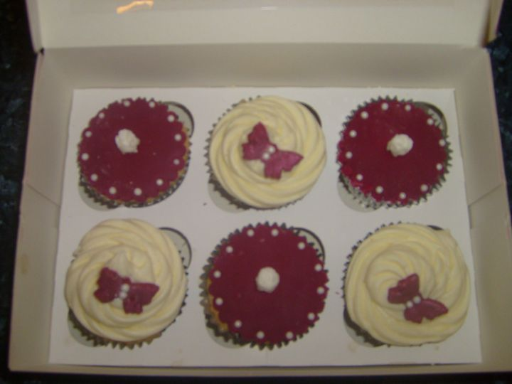 Burgundy cupcake favours