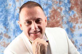 DJ Paul Holmes
