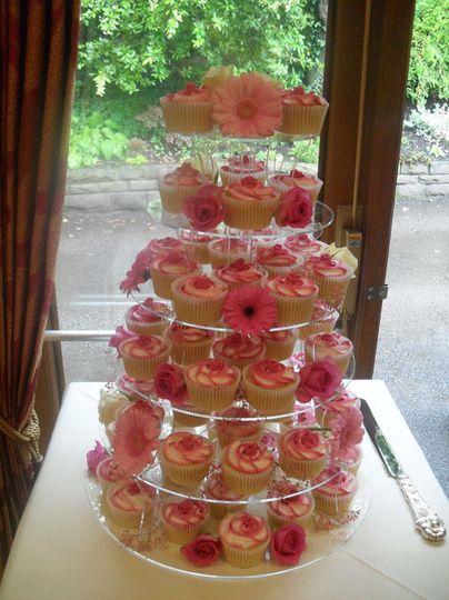 2 tone rose swirl wedding cupcakes