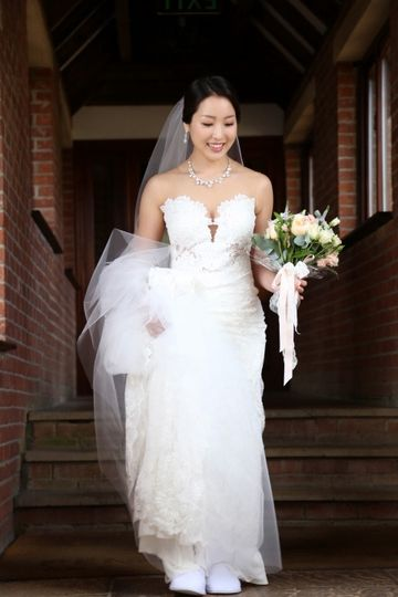 Holding the bouquet - ArtyPix Photography