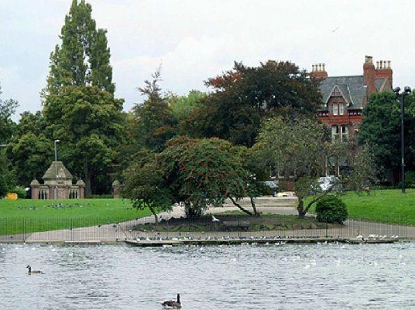Blenheim Lakeside Hotel