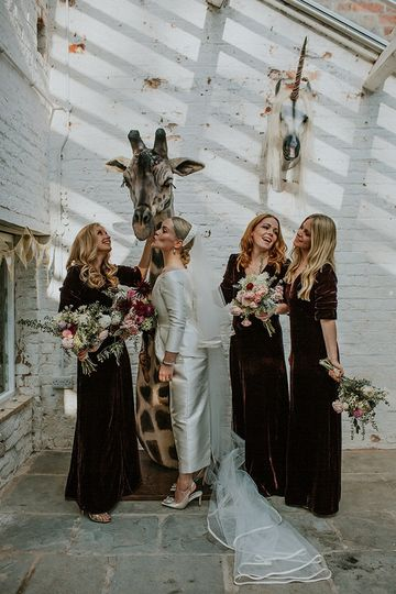 Lily and her bridesmaids with Geoff the Giraffe