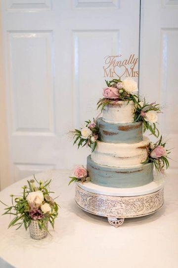 semi-naked weeding cake