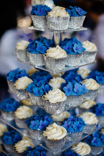 Cup-cakes to match the flowers