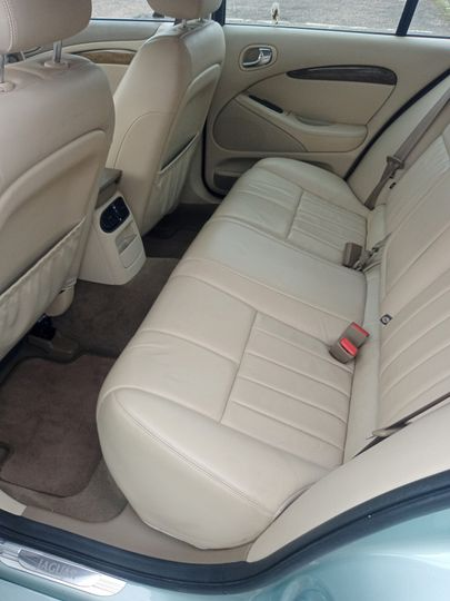 Rear seating of jag