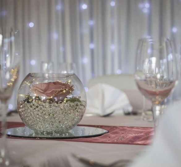 Dusty pink table decor