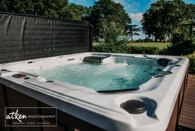 Luxurious Hot Tub