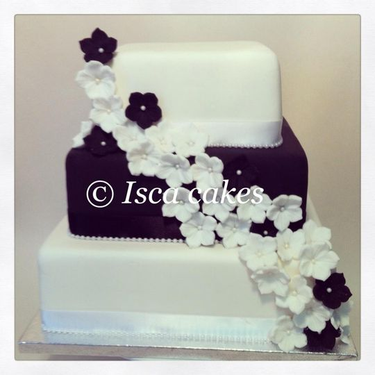 black and white cake 4 107025