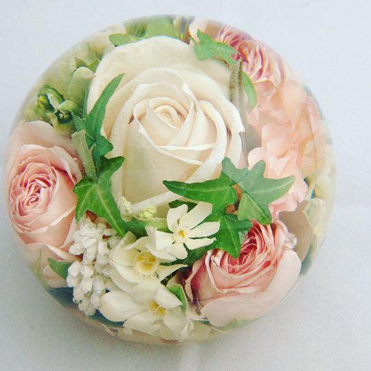 Flower preservation paperweights