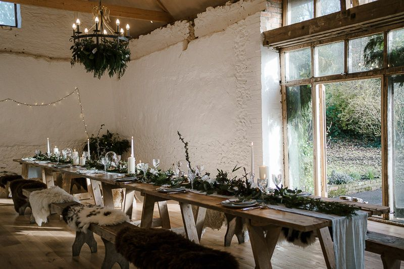 Large central table setting