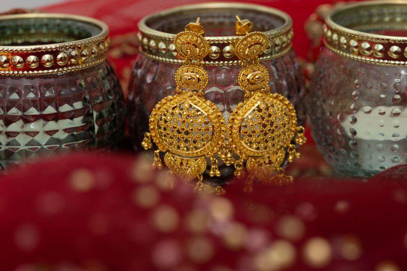 pic gold earrings 4 277415 160985855949801