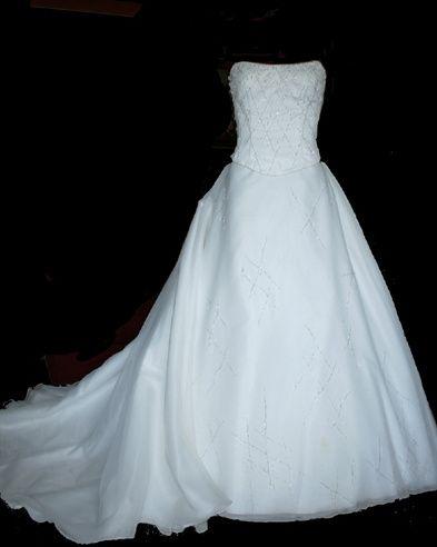 Elegant strapless bodice gown